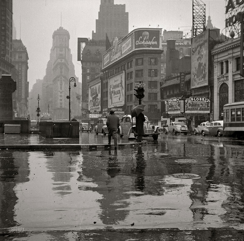 vintage-time-square-black-and-white-1943-new-york-city