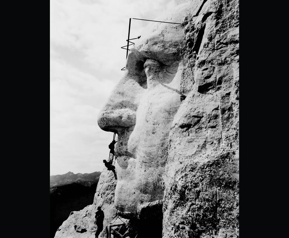 1932-picture-of-construction-at-Mount-Rushmore-of-George-Washington's-likeness