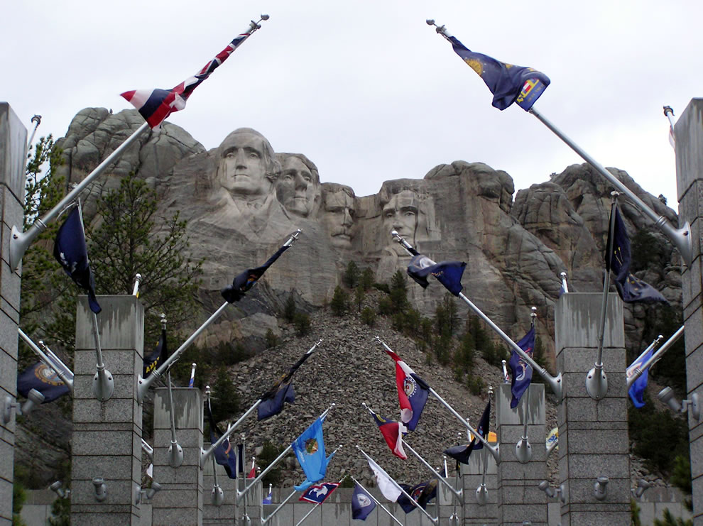 Mt-Rushmore-entrance