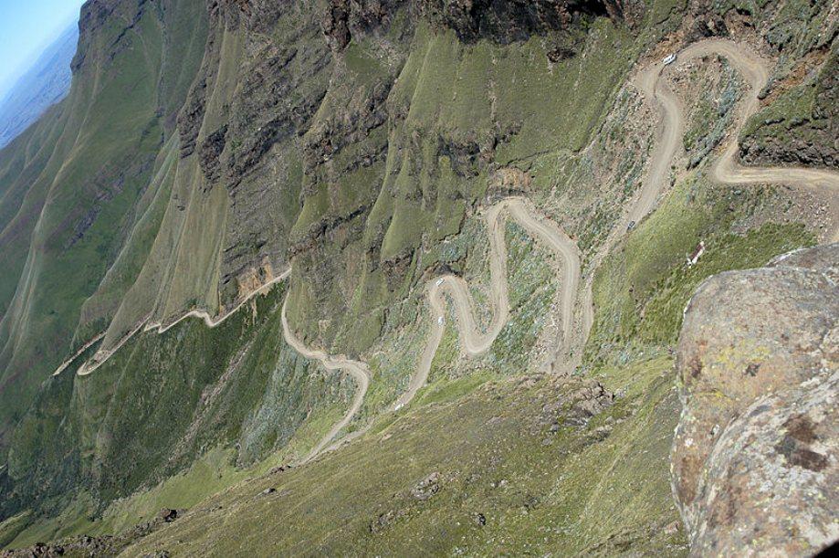 beautiful-roads-around-the-world-18