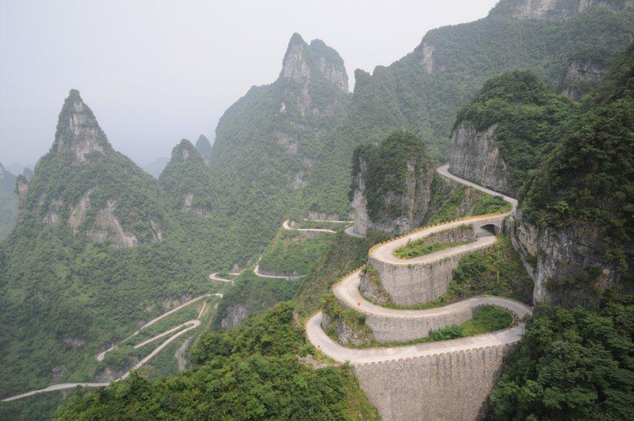 beautiful-roads-around-the-world-8