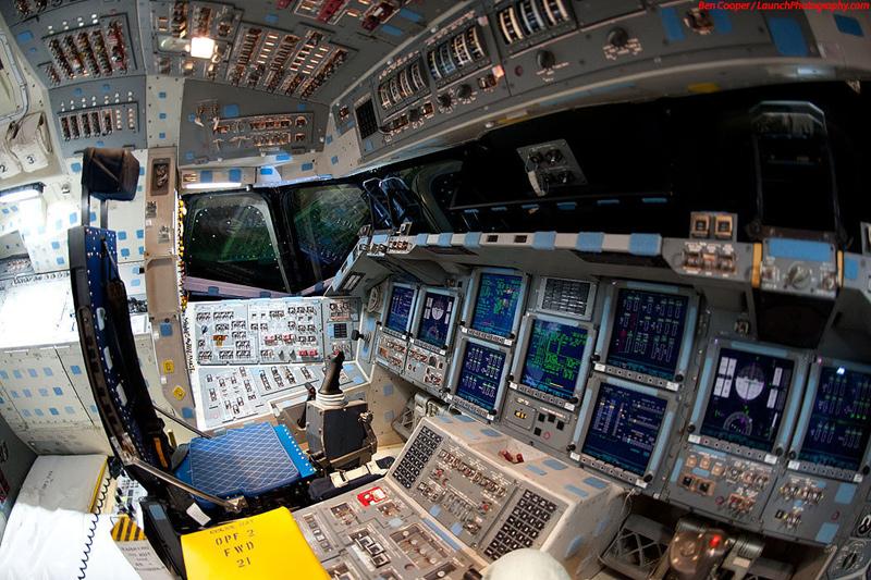 Endeavour_flight_deck_11