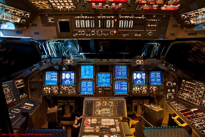 Endeavour_flight_deck_3