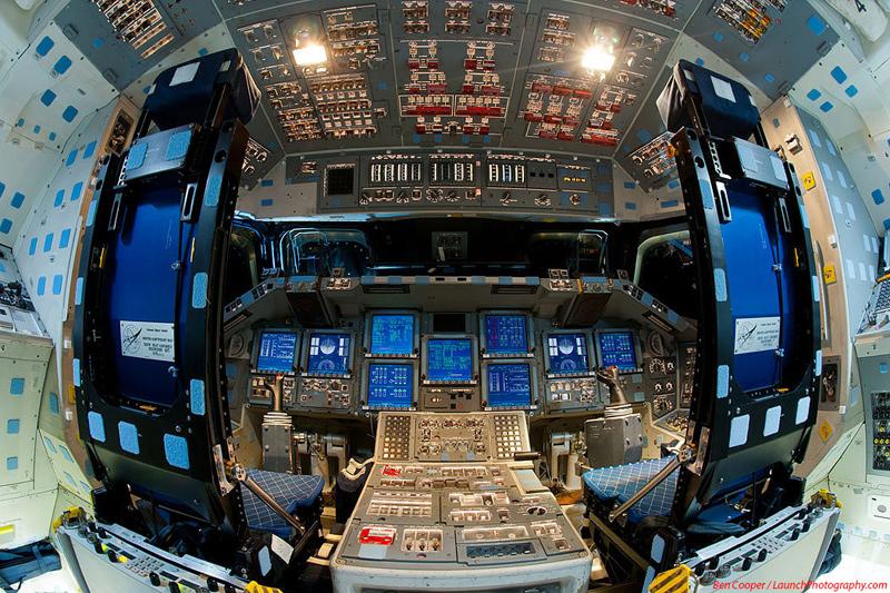 Endeavour_flight_deck_4
