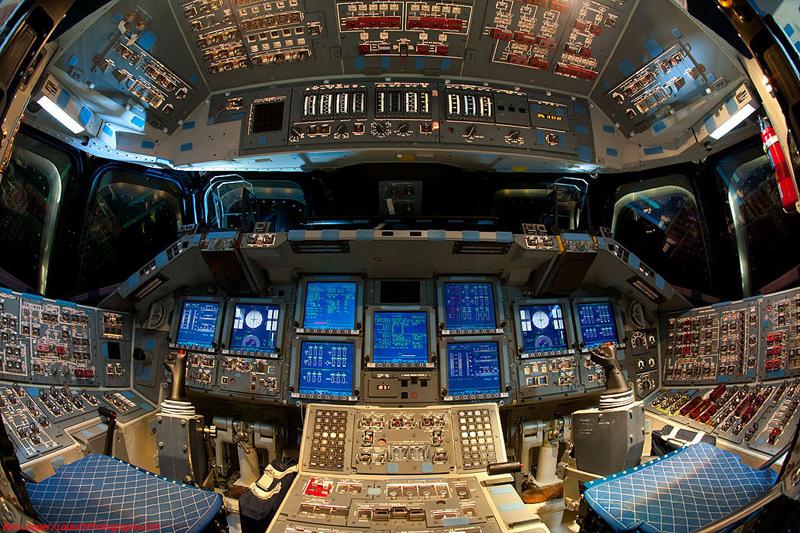 Endeavour_flight_deck_5