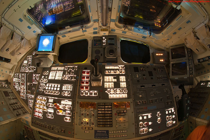 Endeavour_flight_deck_7