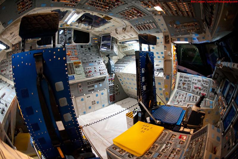 Endeavour_flight_deck_9