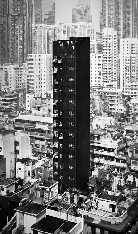 hongkong-standingoutfromthecrowd