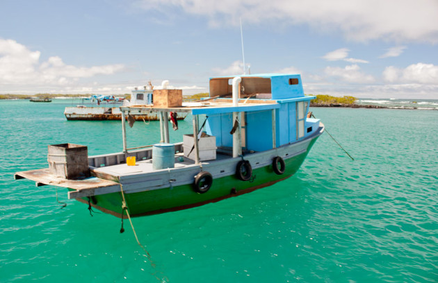 isabela-island-floating-boat-630x408