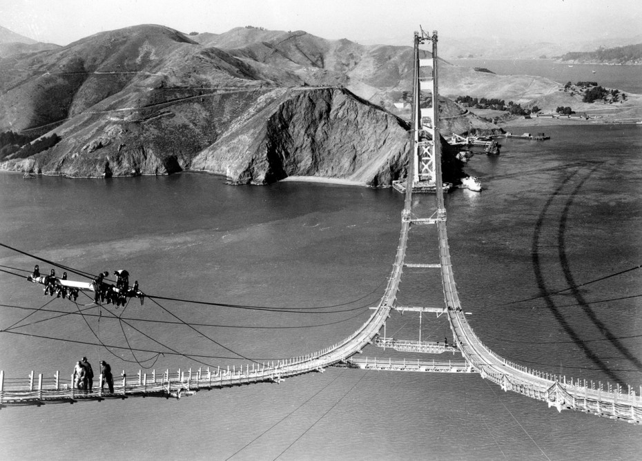 06Workers-complete-the-catwalks-for-the-Golden-Gate-Bridge-hundreds-of-feet-above-the-strait-below-prior-to-spinning-the-bridge-cables-during-construction-on-October-25-1935-930x668
