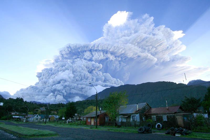 2chaiten-volcano-eruption-chile-2008
