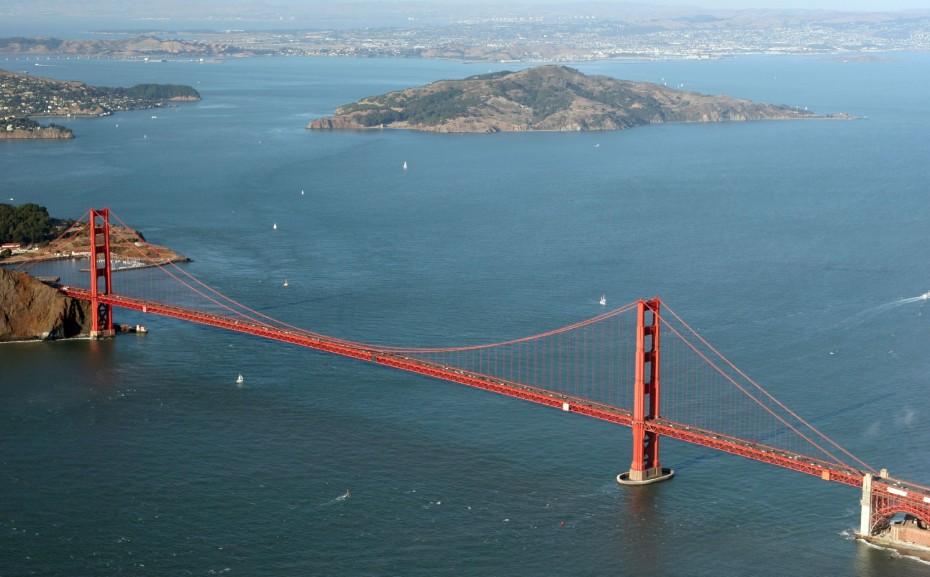 Golden_Gate_Bridge_Aerial-930x577