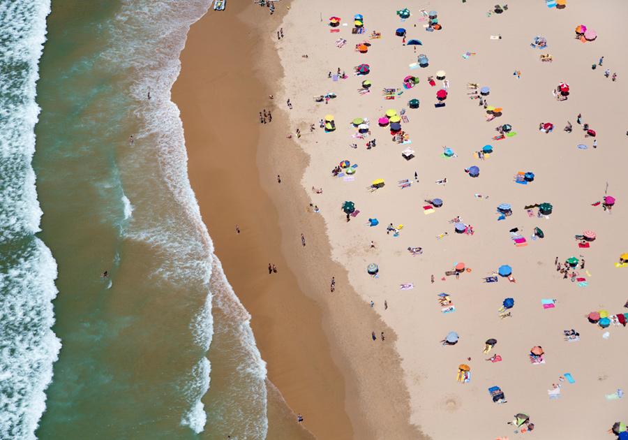 lisbon-horizontal-beach-with-waves