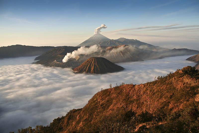 mount-bromo-volcano-eruption