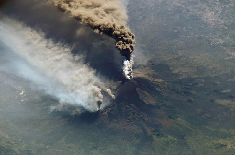mount-etna-volcanic-eruption-oct-30-2002-nasa