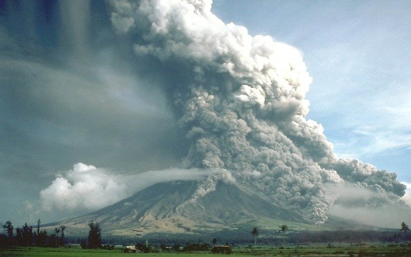 pyroclastic-flows-at-mayon-volcano-philippines-1984