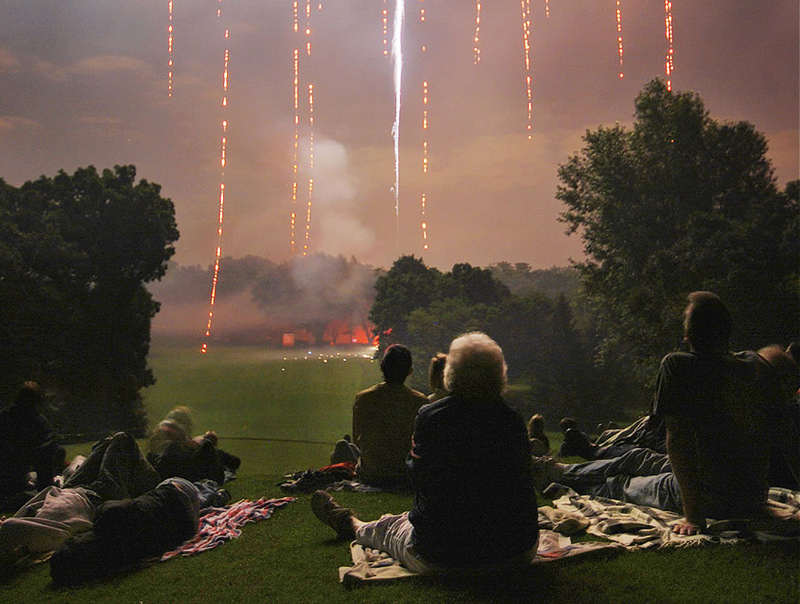 Americans-enjoying-Americas-Birthday-and-fireworks