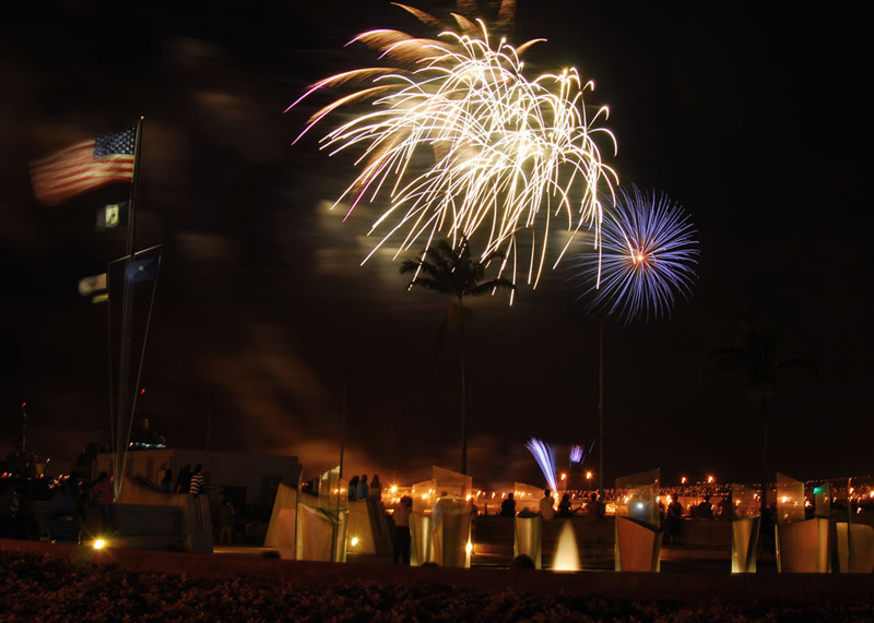 Independence-Day-fireworks-illuminate-the-night-sky-over-the-Pearl-Harbor-Memorial-Hawaii