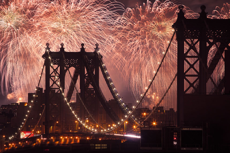 Taken-from-Brooklyn-with-the-Manhattan-Bridge-in-the-foreground.-Fourth-of-July