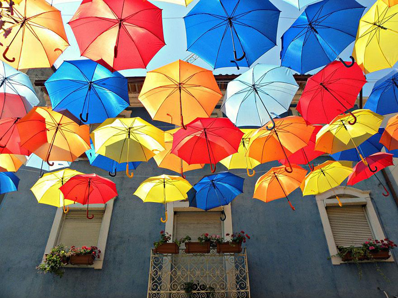 floating-umbrellas-agueda-portugal-2013-1