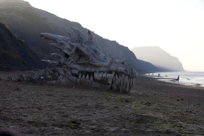 huge_dragon_head_01