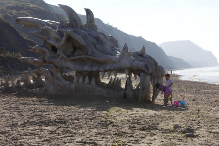 huge_dragon_head_02
