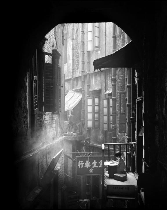 Street+Scenes+of+Hong+Kong+in+the+1950s+10