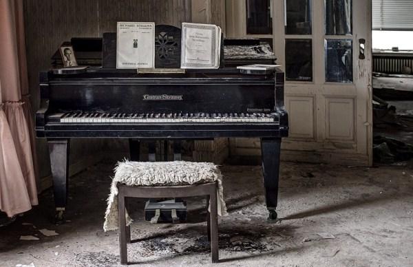 doctors-abandoned-mansion-3