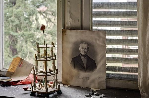 doctors-abandoned-mansion-4