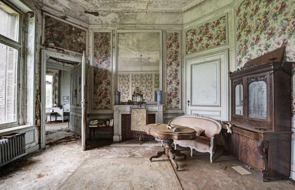 doctors-abandoned-mansion-6