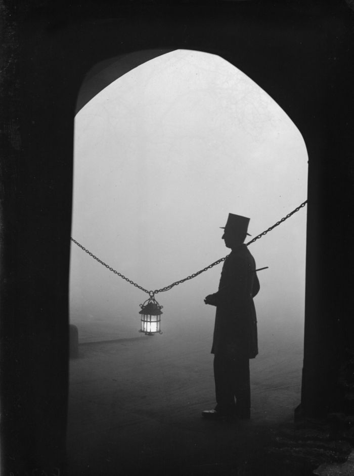 haunting_photos_of_the_london_fog_14