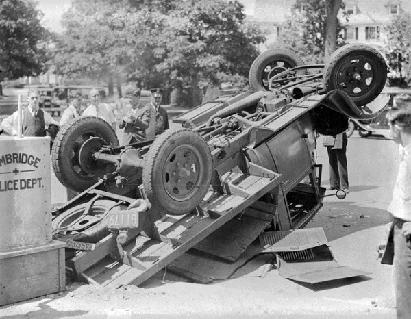 vintage-car-accidents-391