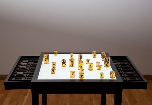 amorphous organic chess set1
