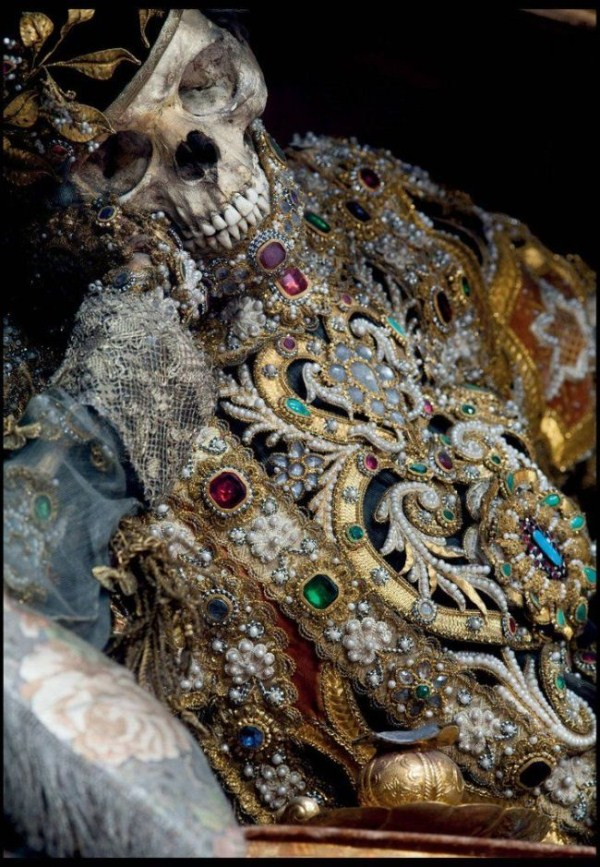 jewel-encrusted-skeletons-4