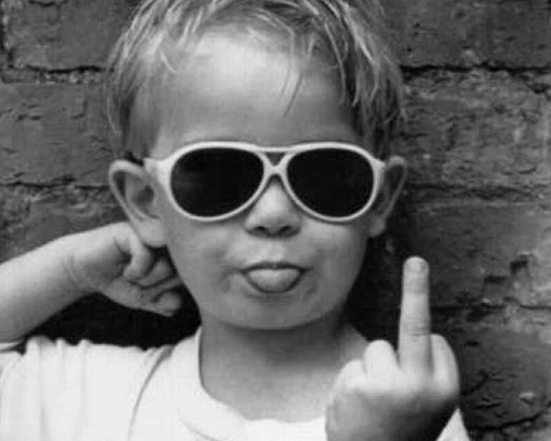 obscene-gestures-finger-little-kid