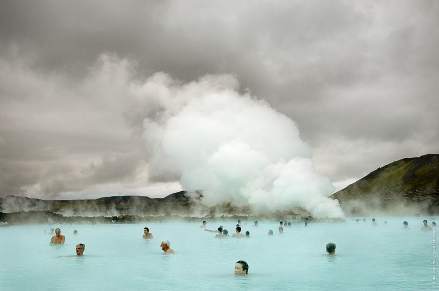 iceland-people-springs