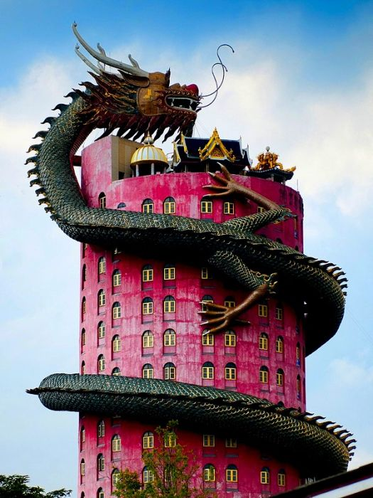 World's Most Unusual Buildings (21 Pictures)