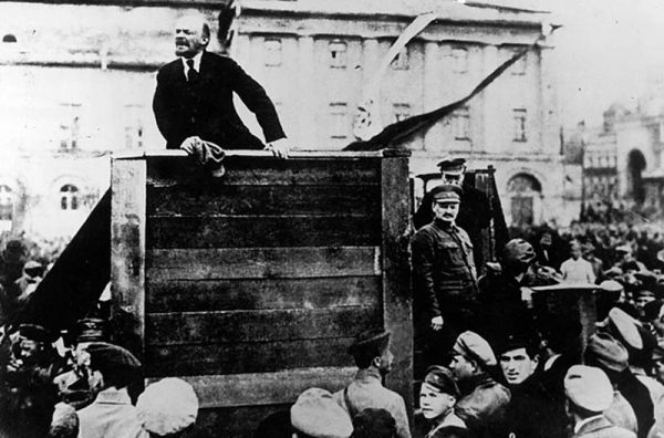 the role of trotsky in the russian revolution With the outbreak of the russian revolution of 1905, trotsky returned to russia and was again exiled to trotsky played a leading role in the bolsheviks.
