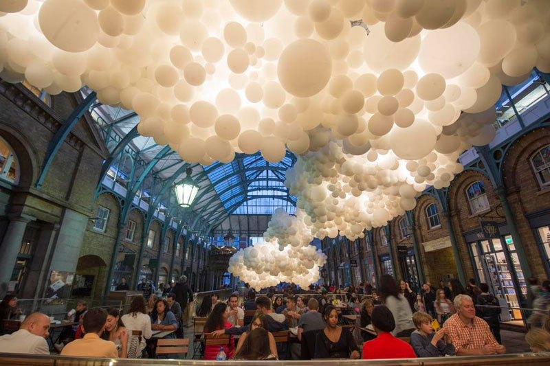 charles-petillon-invasion-100000-balloons-covent-garden-5