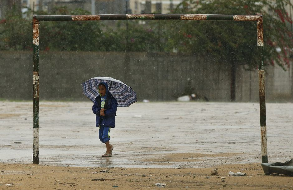 A Palestinian boy holds an umbrella on a rainy day, in the northern Gaza Strip November 17, 2015. (Photo by Mohammed Salem/Reuters)