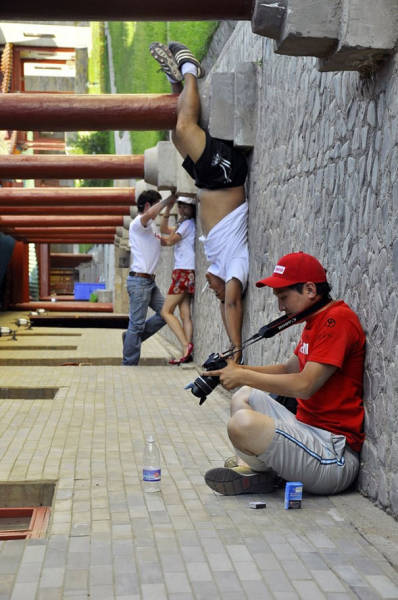 forced-perspective-technique-can-be-used-to-create-surreal-images-40
