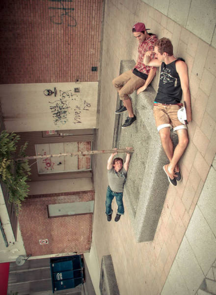 forced-perspective-technique-can-be-used-to-create-surreal-images-31