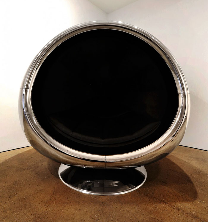 boeing-737-jet-engine-chair-cowling-fallen-furniture-4a