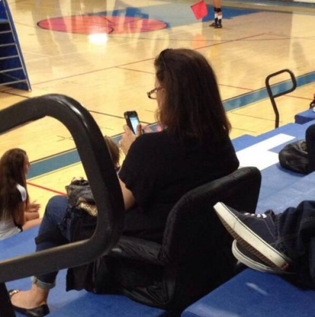 proof-that-young-people-arent-the-only-ones-addicted-to-technology-14