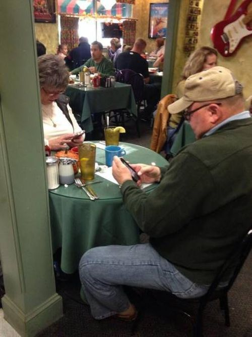 proof-that-young-people-arent-the-only-ones-addicted-to-technology-5