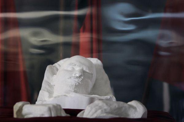 Lenin memorial in Ulyanovsk. Lenin's posthumous plaster mask.
