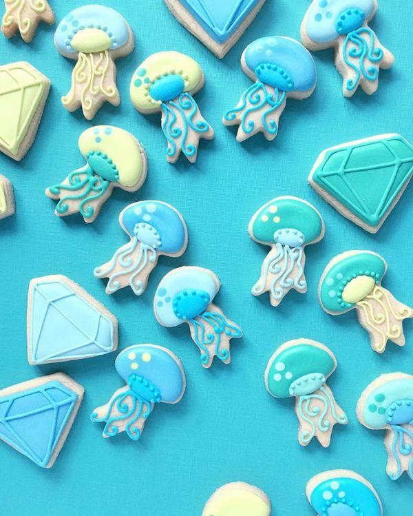 graphic-designer-makes-custom-cookies-holly-fox-design-86-572df9d9735f5__700