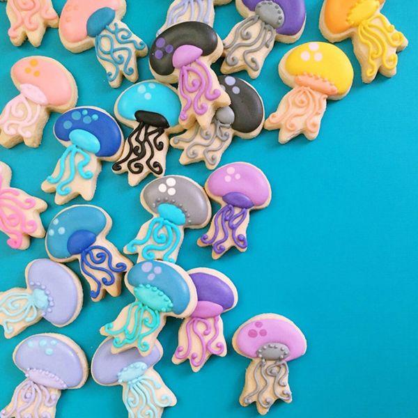 graphic-designer-makes-custom-cookies-holly-fox-design-48-572da319f0d01__700