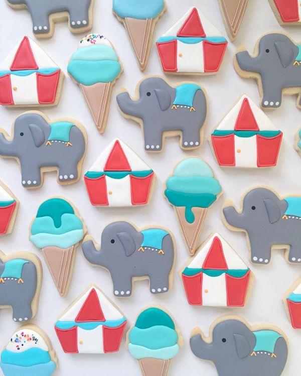 graphic-designer-makes-custom-cookies-holly-fox-design-2-572da283e990d__700