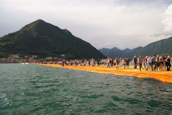 christo-and-jeanne-claude-floating-piers-lake-iseo-italy-23